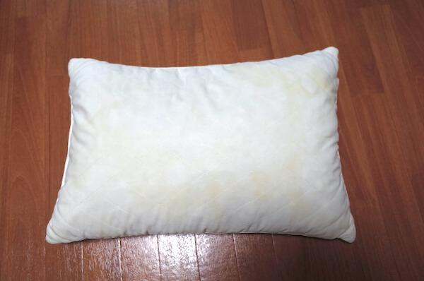 しももとクリーニングに出す前の汚れた枕